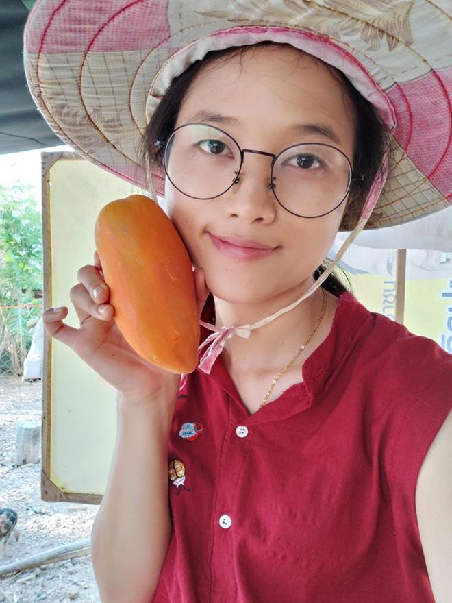 Tự cách ly giữa mùa dịch Covid-19, cô gái trở thành food blogger nổi tiếng vì ngày nào cũng bày biện nấu nướng… trong vườn nhà - Ảnh 3.