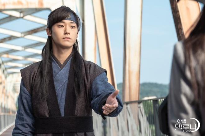 """Xem fan Soo Ah - Yi Seo """"khẩu chiến"""" danh xưng nữ chính Tầng Lớp Itaewon, ai còn nhớ """"chị Nguyệt"""" IU từng khổ không kém? - Ảnh 7."""