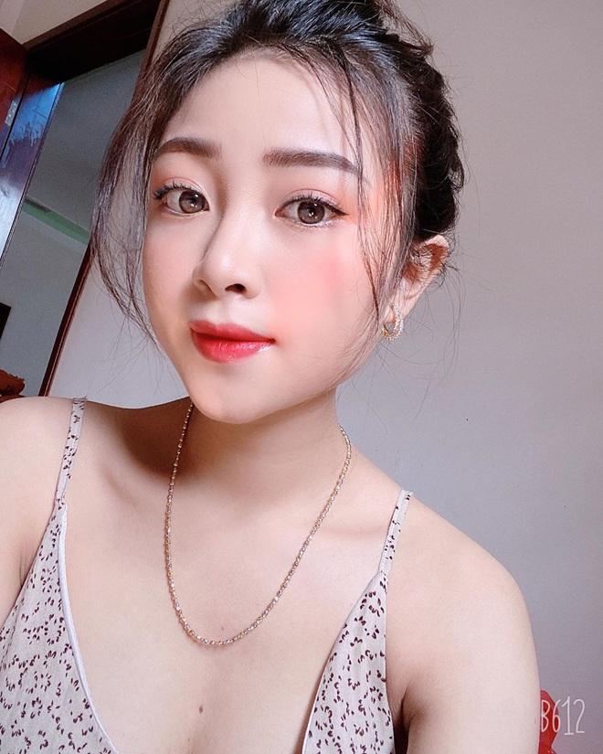 Nhật Linh (vợ Văn Đức) khoe ảnh sexy, bắt trend thả thính ngọt ngào: Yêu không cần cớ. Cần Đức cơ. - Ảnh 3.