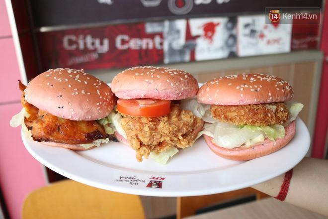 """Review cực nhanh """"siêu phẩm"""" burger thanh long mới toanh của KFC: Hương vị liệu có gì khác biệt so với loại burger thông thường? - Ảnh 3."""