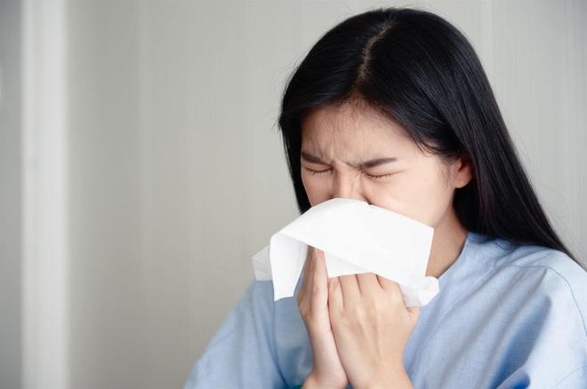 Người không có triệu chứng bệnh vẫn có thể phát tán virus COVID-19 - Ảnh 3.