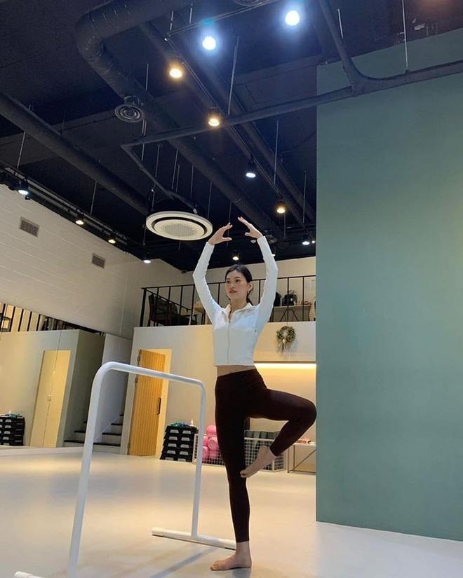 Sao Hàn làm gì ở nhà mùa dịch: Dàn nữ thần gây choáng với tài nấu ăn, hết giữ body cực đỉnh đến khám phá tài năng mới - Ảnh 15.