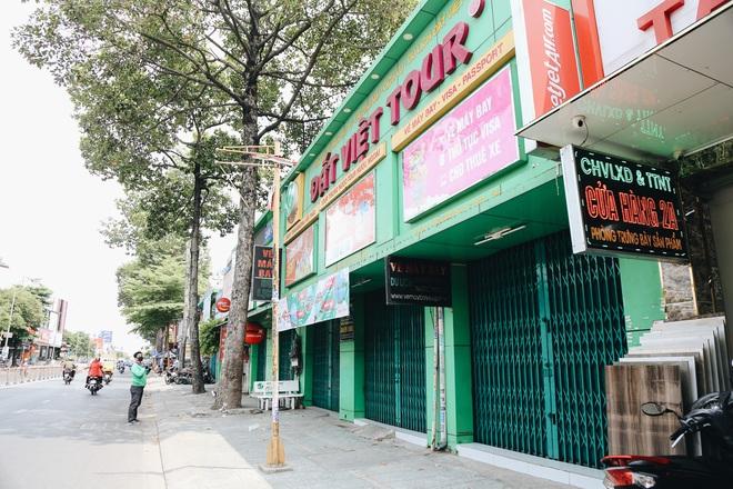Phố Sài Gòn vắng lặng, quán cafe đồng loạt tạm đóng cửa chung tay phòng chống dịch Covid-19 - Ảnh 13.