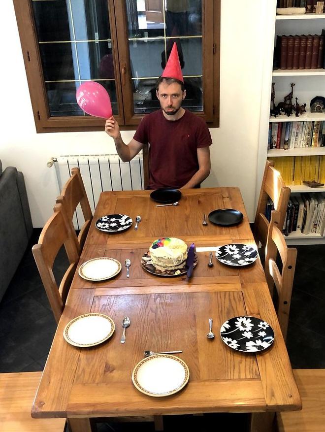 Nếu thắc mắc Ăn sinh nhật mùa Covid-19 như thế nào thì chùm ảnh dưới đây là câu trả lời dành cho bạn - Ảnh 16.