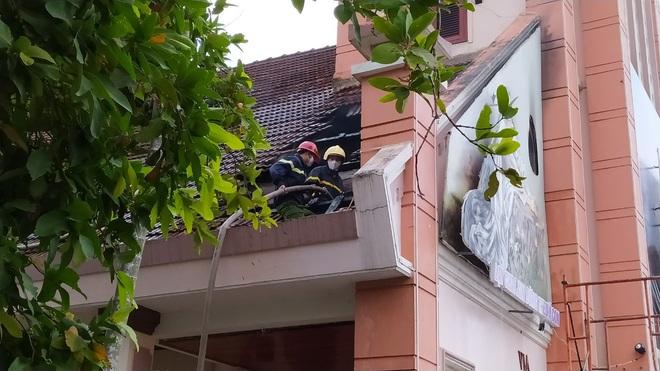 Đang sửa chữa, nhà thờ Cồn Dầu ở Đà Nẵng bất ngờ bốc cháy - Ảnh 5.