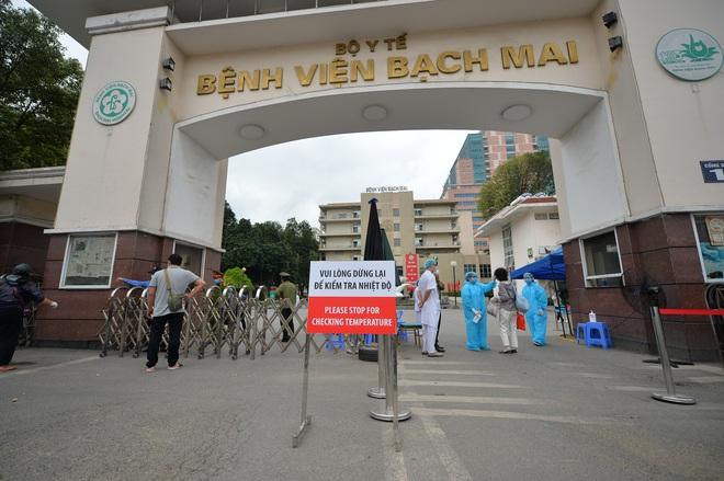 Hà Nội tiếp tục gửi công điện khẩn, yêu cầu rà soát các trường hợp đã sử dụng dịch vụ tại căng tin BV Bạch Mai - Ảnh 1.