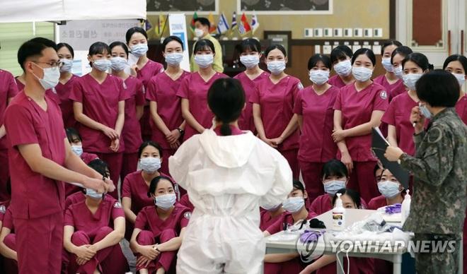 Hàn Quốc có ca tử vong thứ 29, thêm 600 người nhiễm mới virus corona, số ca mắc bệnh đã vượt 4800 - Ảnh 3.