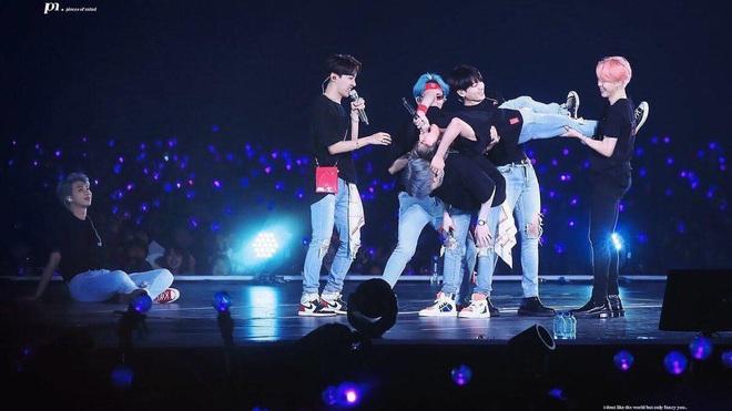 Chuỗi concert của BTS vẫn có thể thu về tới... 1,1 tỷ đô bất chấp đại dịch nếu dựa vào phân tích từ concert mà bạn trai tin đồn Halsey phát online - Ảnh 13.