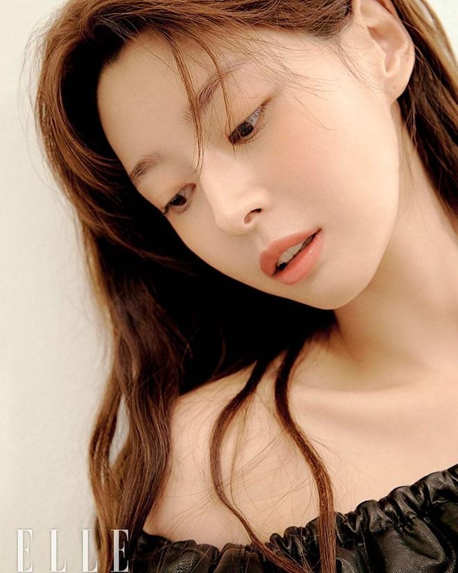 Hết gây sốt bởi thân hình nóng bỏng, nữ phụ xinh đẹp của Itaewon Class lại khiến netizen trầm trồ vì ảnh hồi bé quá xuất sắc - Ảnh 9.