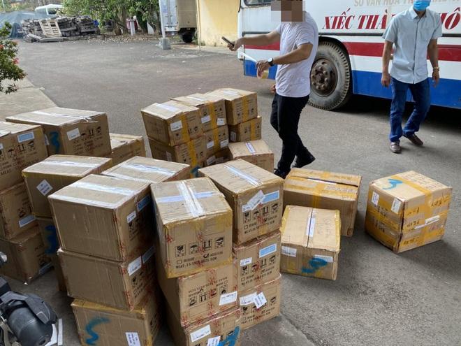 Phát hiện kho mỹ phẩm nhập lậu cực lớn của một hoa hậu ở Sài Gòn - Ảnh 2.