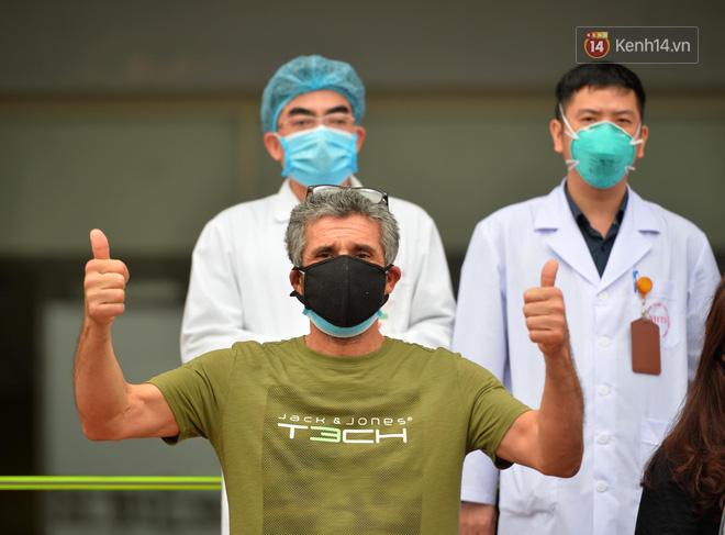 Ảnh: 11 bệnh nhân điều trị Covid-19 tại BV Nhiệt đới Trung ương khỏi bệnh, Việt Nam đã chữa trị khỏi 75 ca bệnh - Ảnh 2.