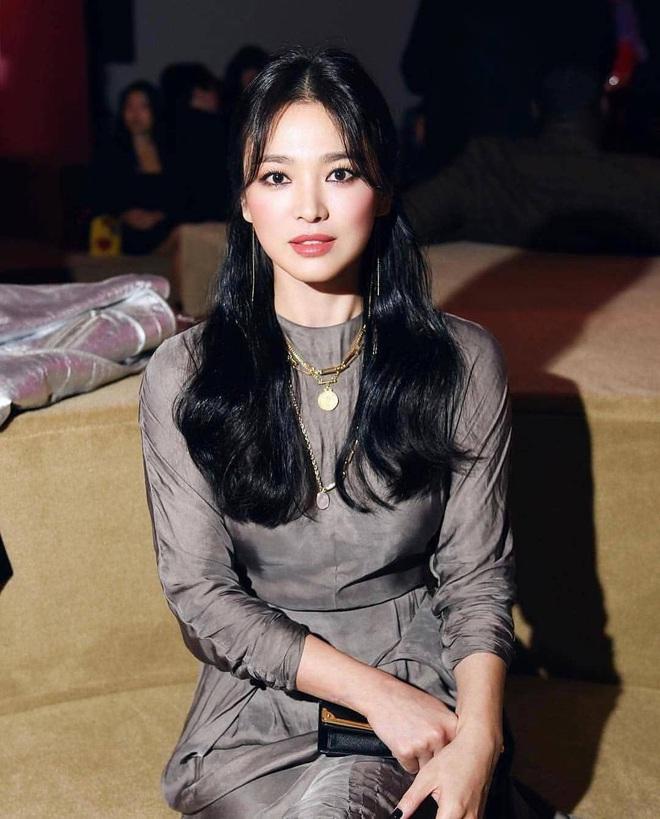 Chỉ mong Song Hye Kyo mãi nhẹ nhàng xinh đẹp tựa nữ thần, đừng 5 lần 7 lượt cố quá đến mức dọa fan thế này - Ảnh 3.