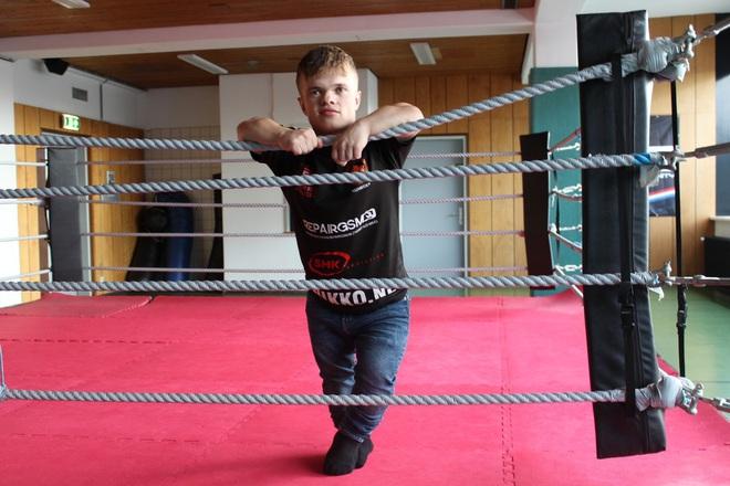 Những điều chưa biết về võ sĩ lùn nhất thế giới, người không sợ đánh, chỉ sợ không tìm được đối - Ảnh 3.