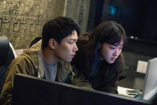 """Ngoài Lee Min Ho, vẫn còn 4 lí do để hóng Bệ Hạ Bất Tử: Thắc mắc nhất là tình đam mỹ"""" hai anh có cho nữ chính """"ra chuồng gà""""? - Ảnh 4."""