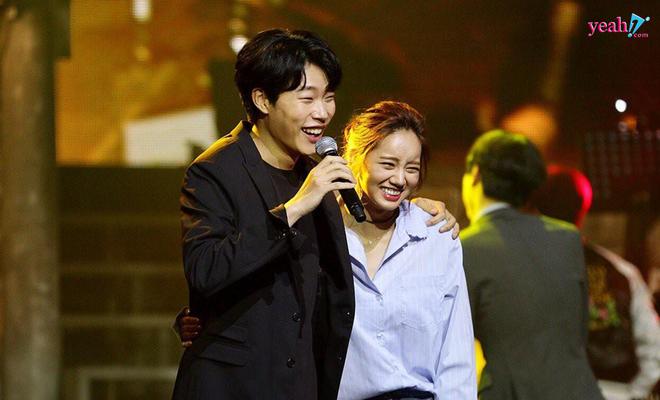 Xóm nghèo Reply 1988 thay đổi chóng vánh sau 5 năm: Choi Taek bị đồn phá hoại hạnh phúc gia đình Song Hye Kyo, nữ chính flop đi làm Youtuber - Ảnh 9.