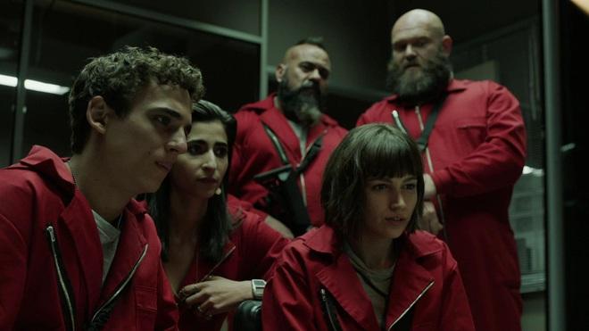 Ngộp thở vì twist của bầy trộm máu lạnh hơn cả Joker ở Money Heist - Top 1 trending Netflix Việt Nam - Ảnh 17.