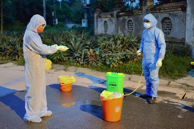 Ảnh: Cận cảnh chốt kiểm soát, phong tỏa thôn Hạ Lôi nơi bệnh nhân 243 sinh sống - Ảnh 9.