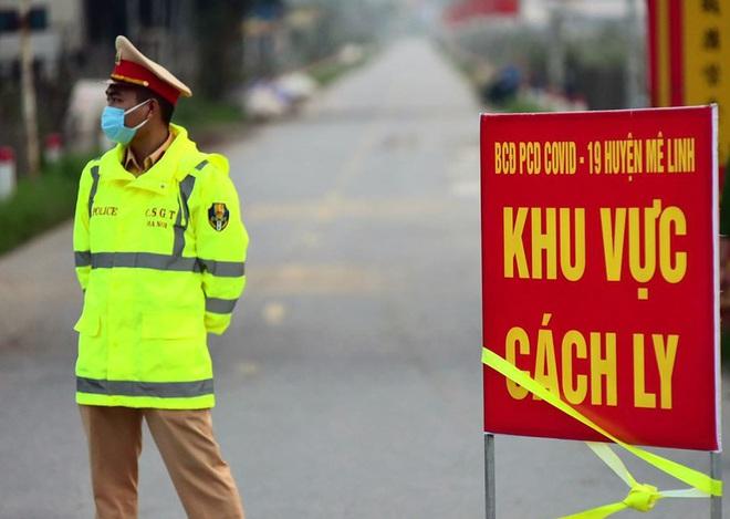 Ảnh: Cận cảnh chốt kiểm soát, phong tỏa thôn Hạ Lôi nơi bệnh nhân 243 sinh sống - Ảnh 1.