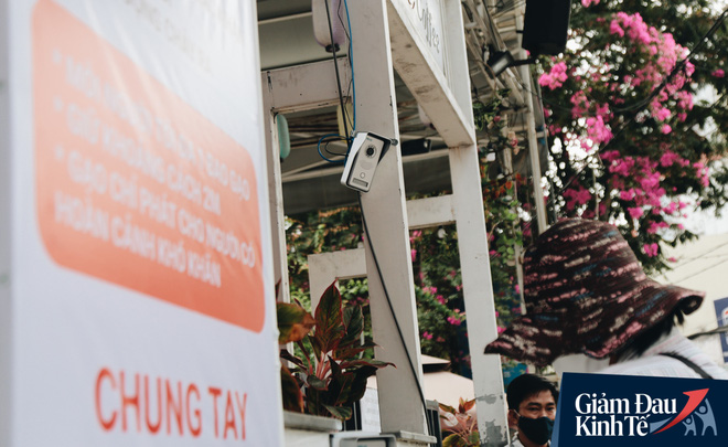 Máy ATM nhả ra gạo miễn phí cho người nghèo giữa thời dịch ở Sài Gòn, đảm bảo không một ai bị bỏ lại phía sau - Ảnh 3.