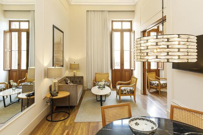 Cận cảnh khách sạn cực sang trọng tại Paraguay, nơi anh em Ronaldinho là những vị khách duy nhất, được ở tại phòng đắt tiền nhất - Ảnh 6.