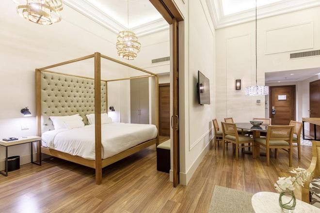 Cận cảnh khách sạn cực sang trọng tại Paraguay, nơi anh em Ronaldinho là những vị khách duy nhất, được ở tại phòng đắt tiền nhất - Ảnh 7.
