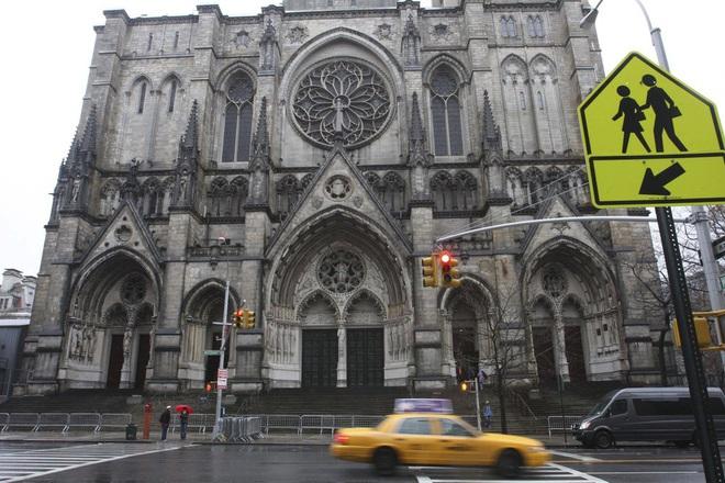 New York trải qua thời khắc tang thương nhất trong dịch Covid-19, số người tử vong đã vượt qua vụ khủng bố đẫm máu ngày 11/9 - Ảnh 9.
