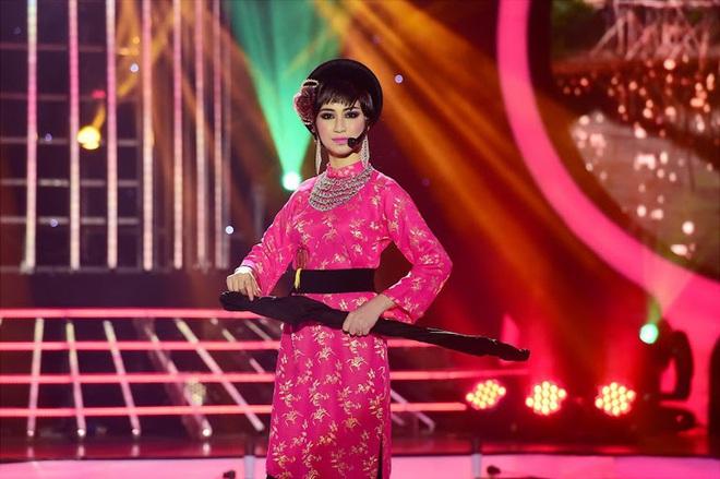 Trước MV về Nam Phương Hoàng Hậu, Hòa Minzy từng gây bất ngờ với loạt sân khấu đậm chất dân tộc tại Gương mặt thân quen - Ảnh 3.