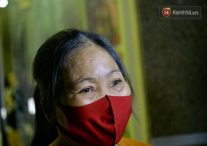 Ảnh, clip: Người dân thôn Đông Cứu phấn khởi trong đêm dỡ cách ly, Hà Nội không còn ổ dịch Covid-19 - Ảnh 6.