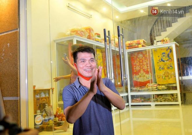 Ảnh, clip: Người dân thôn Đông Cứu phấn khởi trong đêm dỡ cách ly, Hà Nội không còn ổ dịch Covid-19 - Ảnh 7.