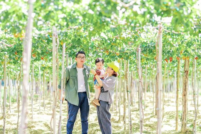 Một vùng đất ở Việt Nam hiện lên rất khác qua bộ ảnh đang viral của gia đình nhỏ mê du lịch: Đẹp trong veo như tranh vẽ, nhìn chỉ muốn đi luôn! - Ảnh 1.