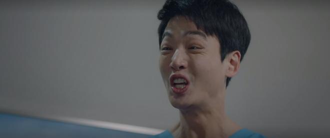 3 khoảnh khắc cười ná thở ở tập 11 Hospital Playlist: Ik Jun hóng bạn thân thả thính bồ, Jun Wan chơi lầy với anh vợ tương lai - Ảnh 6.