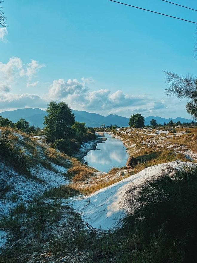 Ngay gần Hà Nội có một hòn đảo hoang sơ như thế này mà chưa nhiều người biết: đẹp như tiên cảnh, chụp choẹt thì hết sảy! - Ảnh 4.