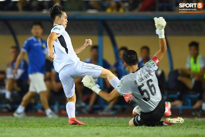Cầu thủ HAGL ức chế, bóp cổ đối phương trong trận thua Nam Định - Ảnh 6.