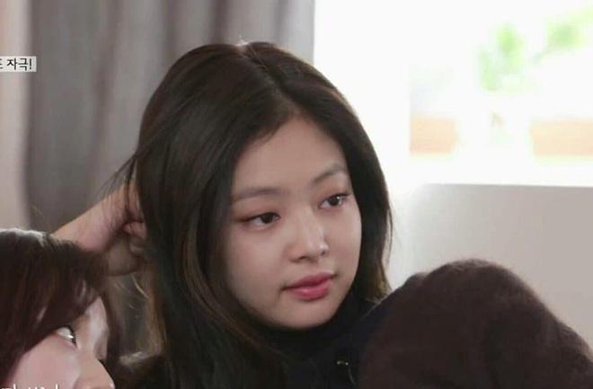 Bà tổ ngành spoil Jennie lại khiến fan sang chấn tâm lý: Ngày BLACKPINK comeback đã được hint trước đúng 1 tháng bằng dòng caption toàn... trái tim? - Ảnh 5.