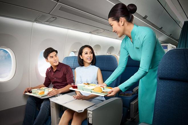 Vietnam Airlines đã khôi phục hoàn toàn số chuyến bay nội địa sau dịch Covid-19, giới trẻ háo hức rủ nhau lên kế hoạch đi du lịch xa hè này - Ảnh 3.