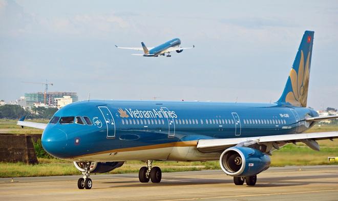 Vietnam Airlines đã khôi phục hoàn toàn số chuyến bay nội địa sau dịch Covid-19, giới trẻ háo hức rủ nhau lên kế hoạch đi du lịch xa hè này - Ảnh 1.