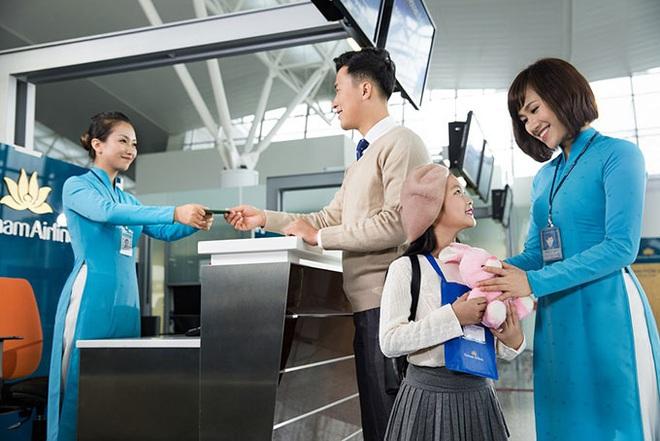 Vietnam Airlines đã khôi phục hoàn toàn số chuyến bay nội địa sau dịch Covid-19, giới trẻ háo hức rủ nhau lên kế hoạch đi du lịch xa hè này - Ảnh 2.