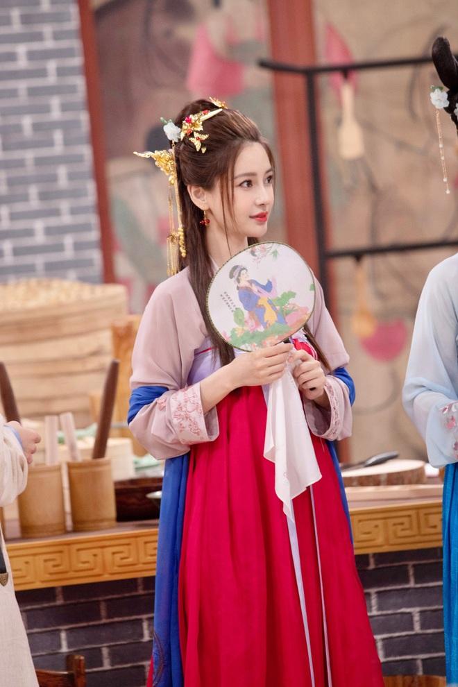 Xem ảnh mới khoe visual cực đỉnh của Angela Baby mới hiểu vì sao Huỳnh Hiểu Minh níu kéo, chiều lòng bà xã bằng được - Ảnh 3.