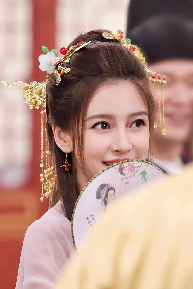 Xem ảnh mới khoe visual cực đỉnh của Angela Baby mới hiểu vì sao Huỳnh Hiểu Minh níu kéo, chiều lòng bà xã bằng được - Ảnh 4.