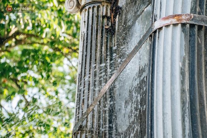 Đeo đai chống sập cho đài phun nước cổ nhất Hà Nội tồn tại 120 năm - Ảnh 8.