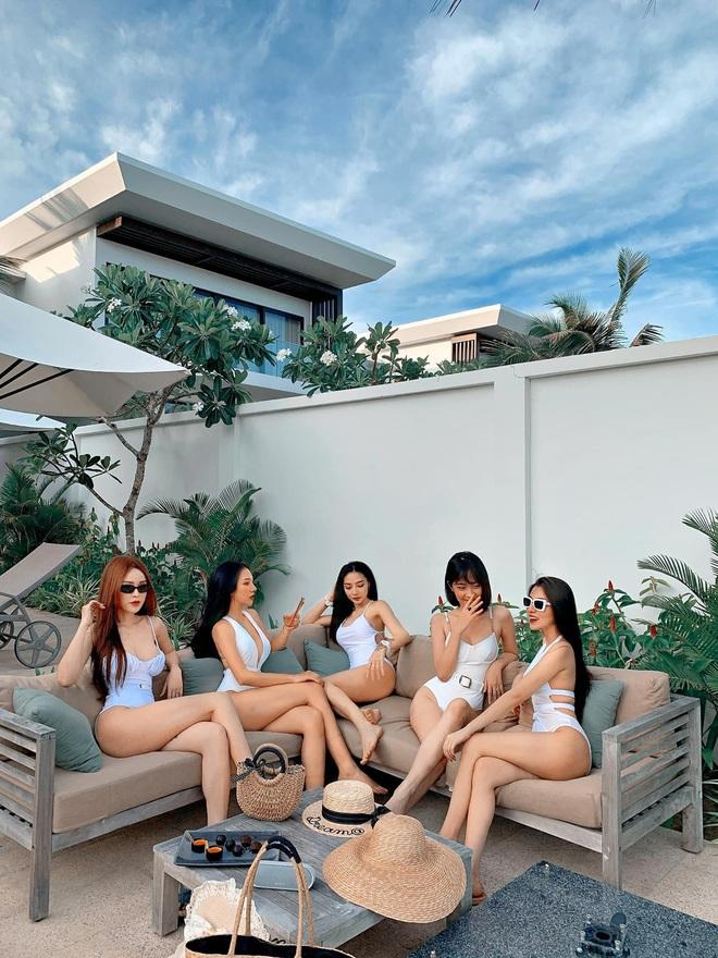 Hội gái đẹp chơi thân rủ nhau diện bikini khoe eo thon chân dài thẳng tắp: Biết nhìn vào ai đây? - Ảnh 1.