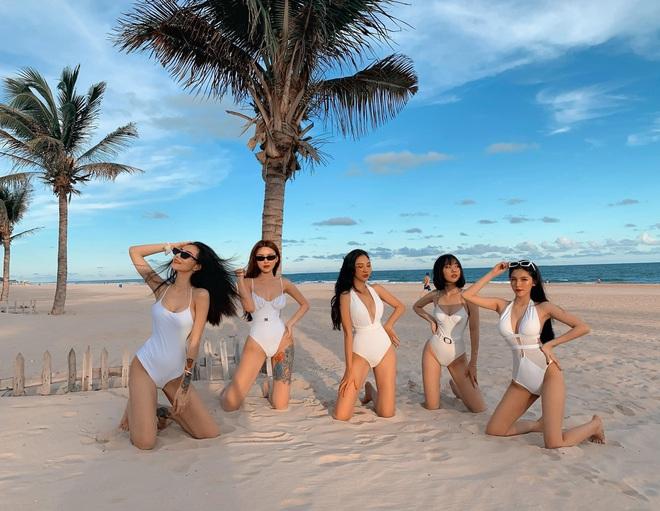 Hội gái đẹp chơi thân rủ nhau diện bikini khoe eo thon chân dài thẳng tắp: Biết nhìn vào ai đây? - Ảnh 9.