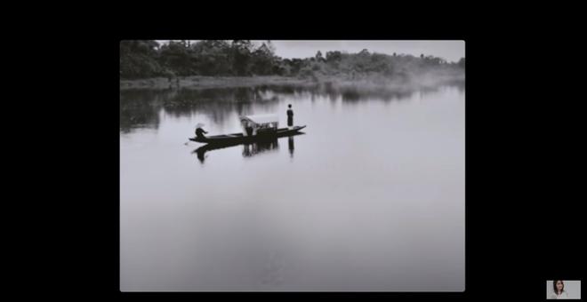 Cùng đứng trên thuyền trôi lênh đênh trên sông, MV mới của Chi Pu vừa ra mắt sao giống với MV #KTCNSK của Hoà Minzy thế này? - Ảnh 3.