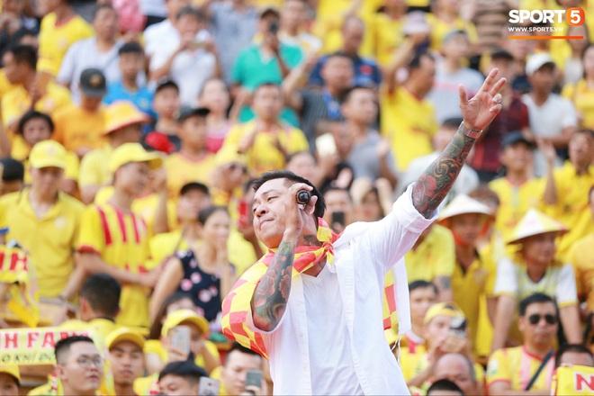 CĐV Nam Định chuẩn bị tiết mục độc, lạ ở V.League: Hát hầu đồng cầu may cho đội bóng - Ảnh 3.
