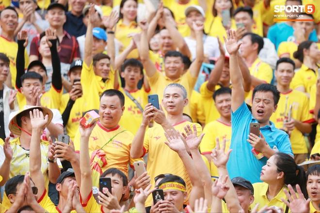 CĐV Nam Định chuẩn bị tiết mục độc, lạ ở V.League: Hát hầu đồng cầu may cho đội bóng - Ảnh 4.