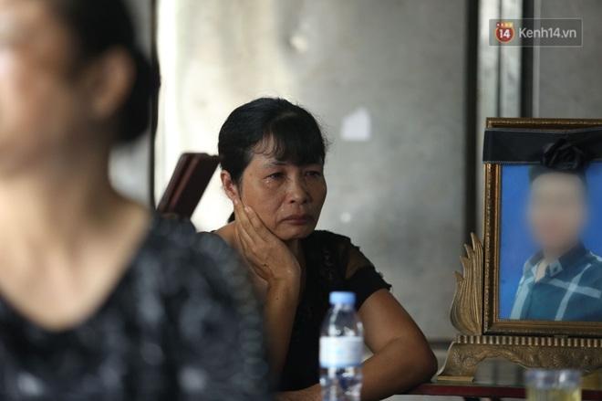 Hoãn phiên xử vụ nam sinh chạy Grab bị sát hại ở Hà Nội, mẹ và chị gái nạn nhân thất thần ra về - Ảnh 2.