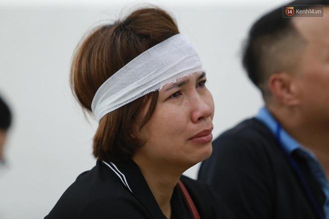 Hoãn phiên xử vụ nam sinh chạy Grab bị sát hại ở Hà Nội, mẹ và chị gái nạn nhân thất thần ra về - Ảnh 8.