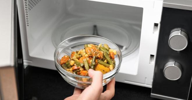 Ăn thức ăn để qua đêm, người đàn ông đột nhiên bị suy thận cấp: đồ để qua đêm có 2 loại ăn được và 5 loại đừng bao giờ ăn - Ảnh 5.