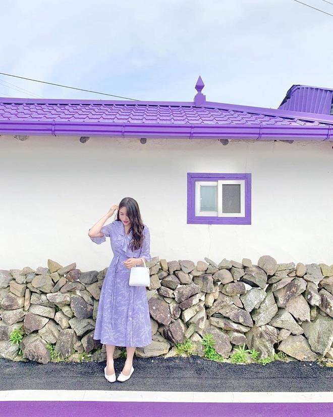 """Một hòn đảo kỳ lạ vừa xuất hiện ở Hàn Quốc đã tạo cơn bão check-in trên MXH: Tất cả mọi thứ đều nhuốm màu """"tím lịm tìm sim"""" - Ảnh 4."""