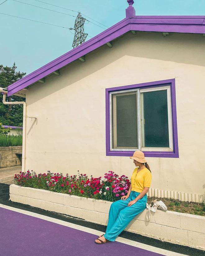 """Một hòn đảo kỳ lạ vừa xuất hiện ở Hàn Quốc đã tạo cơn bão check-in trên MXH: Tất cả mọi thứ đều nhuốm màu """"tím lịm tìm sim"""" - Ảnh 24."""